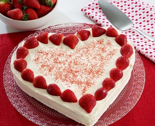 Dự định của Quang là làm một chiếc bánh thật đẹp để tặng bạn gái nhưng không thành. Ảnh: readyseteat.