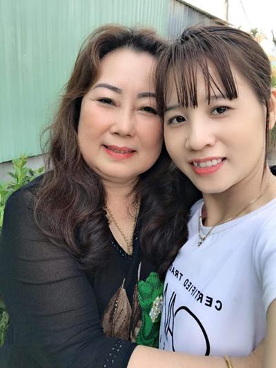 Tôi hạnh phúc vì lúc nào cũng có mẹ kề bên, thương yêu, chở che.