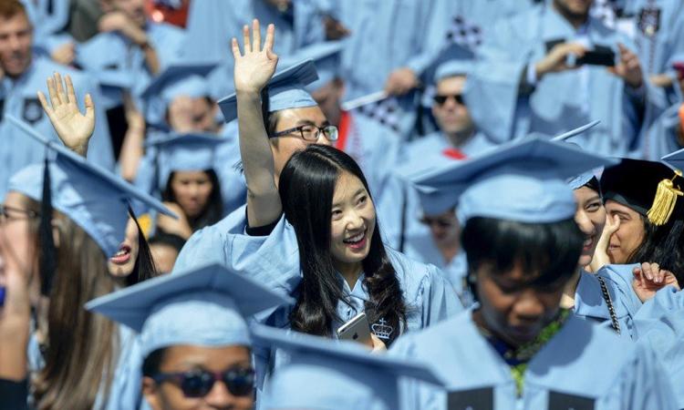 Sau khi tốt nghiệp, con gái Vương Tình nhanh chóng tìm được việc làm lương cao bởi kinh nghiệm phong phú. Ảnh minh họa.