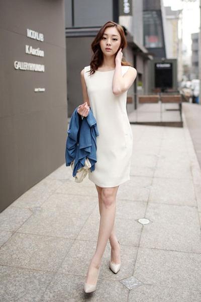 Đầm suông giúp che khuyết điểm tốt cho những nàng có vóc dáng thiếu cân đối.