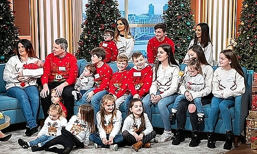 Đại gia đình Radford trong một chương trình Giáng sinh năm 2018. Ảnh: Daily Mail.
