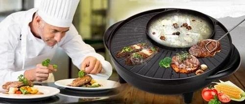 Đa chức năng: nướng và nấu lẩu đồng thời trên cùng một chiếc bếp. Phần nướngcó thiết kế đặc biệt, rộng rãi có thể nướng được nhiều loại thức ăn cùng lúc. Với Bếp lẩu nướng đa năng bạn hoàn toàn không cần tốn quá nhiều thời gian cũng như công sức đi lại mà vẫn có ngay những món thịt nướng thơm lừng hay món lẩu ưa thích cùng gia đình, người thân.  - Mâm nướng với thiết kế hợp kim cao cấp, được tráng lớp chống dính siêu bền, chống mài mòn không làm dính thức ăn khi nướng và đặc biệt an toàn đối với sức khỏe người sử dụng.  - Phần nướng có thiết kế đặc biệt, rộng rãi có thể nướng được nhiều loại thức ăn cùng lúc.  - Sử dụng đơn giản với nút điều chỉnh nhiệt thông minh.  - Dễ dàng trong quá trình vệ sinh, lau chùi.  - 2 chức năng trong 1 sản phẩm bếp lẩu nướng đa năng, bạn có thể vừa thưởng thức lẩu và có thể nướng thịt, cá, ngao, sò, ốc, hến... ở phần nướng bên cạnh.