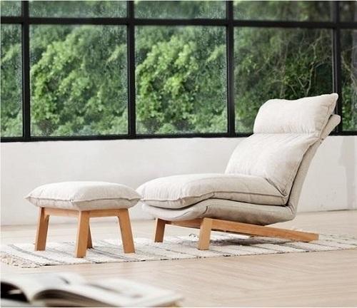 Gồm ghế lớn và đôn kê chân, bộ sofa thư giãn của Muji mang đến sự thoải mái, thư thái cho người dùng. Thiết kế hiện đại, tông màu trung tính, phù hợp với không gian nội thất của nhiều gia đình. Chất liệu khung chân làm từ gỗ sồi, độ bền cao, màu nâu nâu vàng nhạt thanh lịch. Phần đệm êm ái, độ dày vừa phải, bọc bằng vải thô màu kem, chống bụi. Sản phẩm lấy cảm hứng từ phong cách nội thất tối giản của Nhật. Bộ sofa thư giãn có giá 5,25triệu đồng, chế độbảo hành 1 năm, miễn phí vận chuyển và lắp đặt.