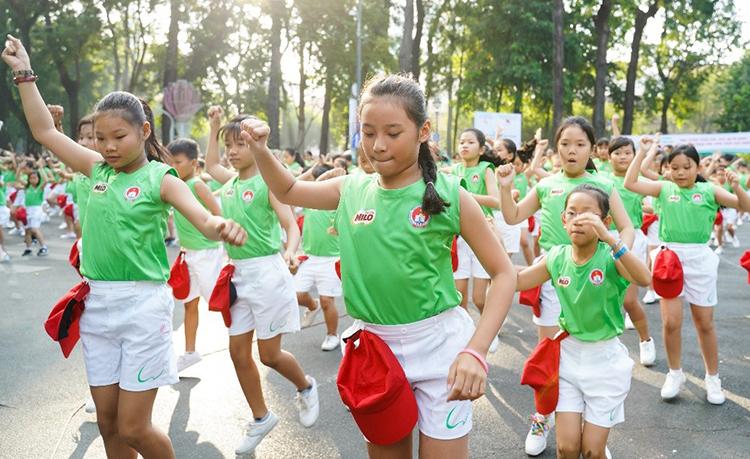 Trẻ trải nghiệm nhiều hoạt động thể thao trong sân chơi do Nestlé Milo tổ chức.