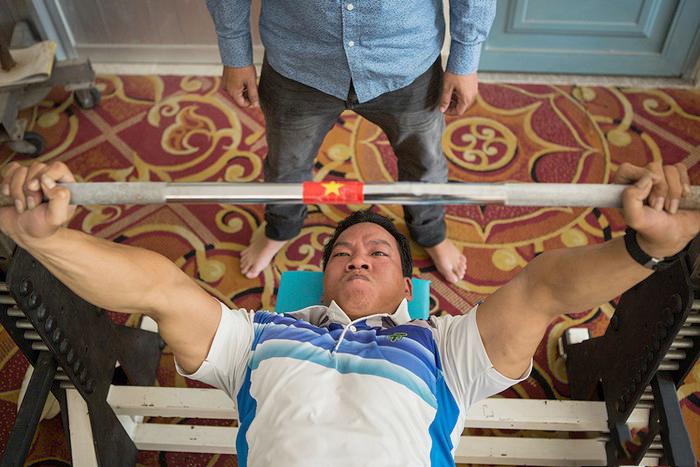 Nhờ thành tích là người Việt Nam đầu tiên đoạt huy chương vàng và lập kỷ lục thế giới tại Paralympics Rio de Janeiro 2016, anh Công được vinh danh là một trong 10 gương mặt trẻ tiêu biểu của Việt Nam 2016. Ảnh: Minh Hà.