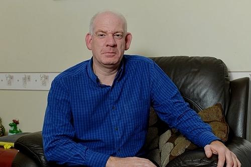 Hôn nhân của Steve Roberts tan vỡ sau khivợ anh bị lừa tình. Ảnh: Mirror.