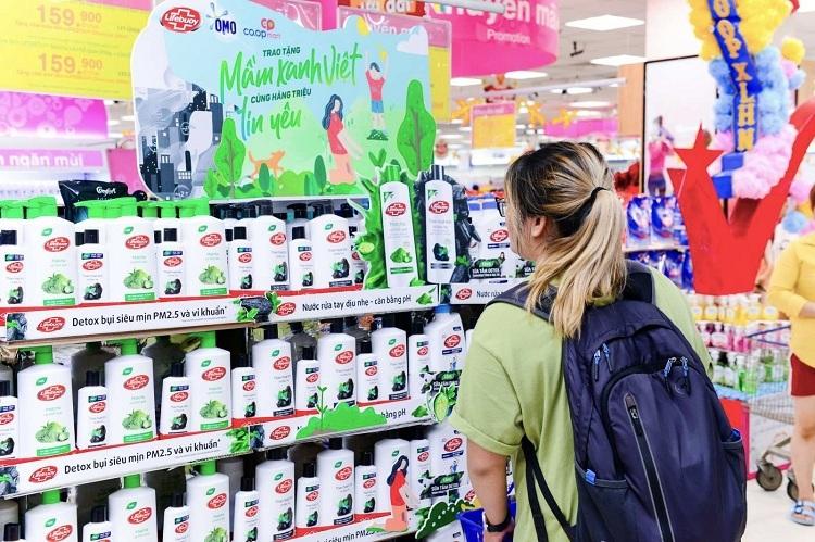 Người dùng có thể mua các sản phẩm Lifebuoy, Omo Matic để ủng hộ quỹ.