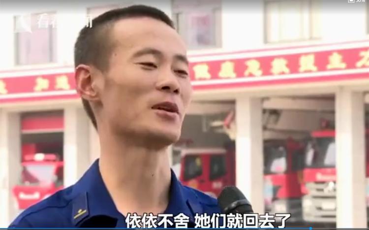 Liu Wei đã làm lính cứu hỏa 11 năm, vì công việc nên sống xa vợ con. Ảnh: Sina.