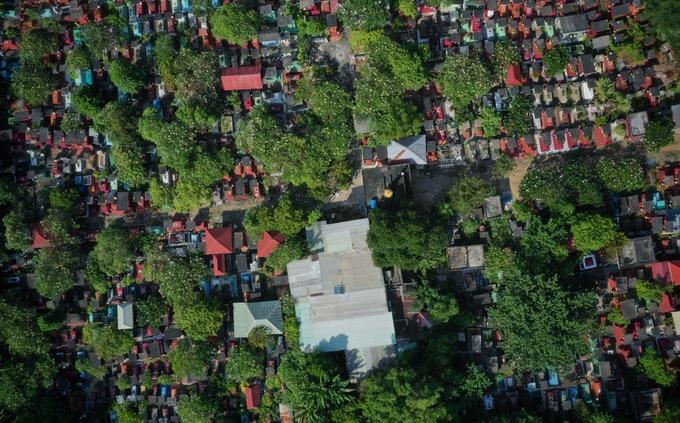 Gia đình 4 đời sống giữa nghĩa trang Sài Gòn