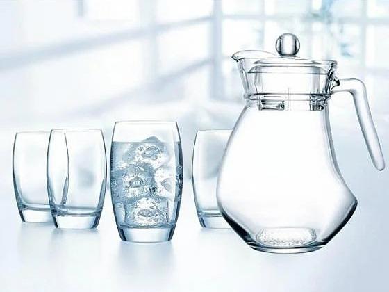 Shop VnExpress ưu đãi bộ bình ly thủy tinh Wavy Salto lên đến 50%, chỉ còn 139.000 đồng. Sản phẩm  thiết kế đơn giản, tinh tế, là lựa chọn lý tưởng cho phòng khách hay phòng ăn gia đình. Bình và ly làm từ thủy tinh cao cấp, có độ sáng bóng tinh khiết cùng khả năng chịu nhiệt, chống bám bẩn và lau chùi dễ dàng.Sản phẩmgồm 1 bình 1,6 lítvà ly uống nước dung tích 310 ml.