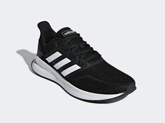 Giày thể thao Adidas RunFalcon là dòng giày chạy bộ thuộc phân khúc phổ thông của hãng. Sản phẩmcó thiết kế đơn giản, cổ điển với 3 sọc trắng đặc trưng của thương hiệu bên hông giày.Phối màu trắng - đen trang nhã,dễ phối đồ, hợpsử dụng cho nhiều dịp khác nhau. Lớp đếgiảm sốc, đệm lót ôm sát lòng bàn chân, tạo cảm giác thoải mái cho người mang. Phần upper (mặt trên giày, trừ phần đế)làm từ vật liệu dạng sợi thoáng (mesh), nhẹ và mềm mại. Giày có giá 1,279 triệu đồng, giảm 34% so với giá gốc.