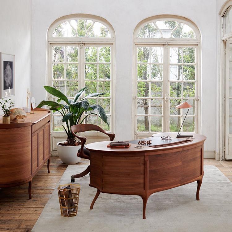 Nội thất từ gỗ mang đến vẻ đẹp sang trọng cho không gian sống.