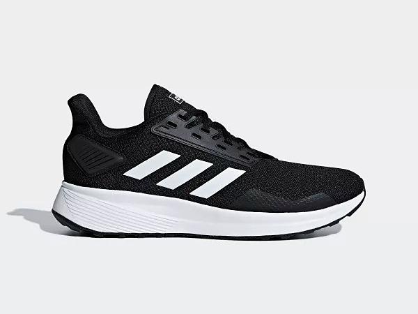 Là thế hệ thứ 9 của dòng giày Duramo, Adidas Duramo 9 có thiết kế đơn giản, cổ điển. Phối màu trang nhã trắng, đen dễ phối với nhiều loại trang phục. Giày có trang bị bộ lót Ortholite tạosự thông thoáng cho bàn chân.Đế ngoài Adiwear độ bền cao,giúp chống mài mòn và tạo ma sát ổn định khi di chuyển. Sản phẩm có giá 1,79 triệu đồng trên Shop VnExpress, giảm 33% so với giá gốc.