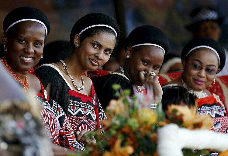 4 trong số 15 vợ của vua Mswati III. Ảnh: Reuters.
