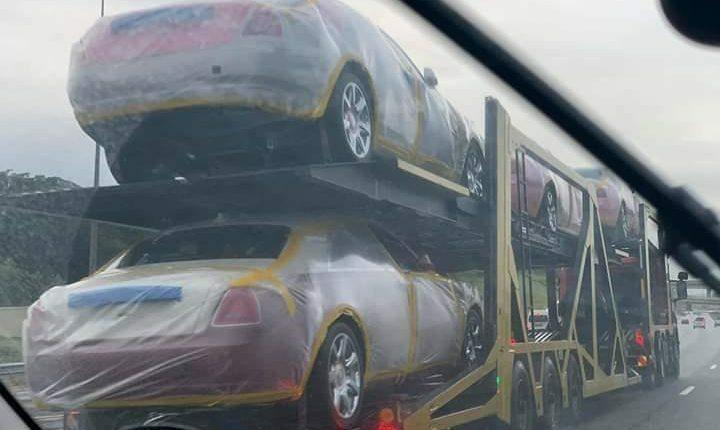 Những chiếc xe sang mới cứng được vuaMswati tậuvề phục vụ bản thân và đại gia đình với khoảng 15 vợ, 30 con. Ảnh: The Citizen.