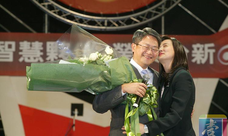 [Vợ chồng Bành Tuyết Phân - Ngô Đông Lượng luôn hạnh phúc bên nhau. Ảnh: Sina.