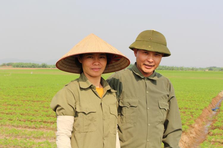 Hiện tại, vợ chồng anh Linh ngày lên đảo làm việc, tối chạy xe về Hải Dương. Vì là vùng phân lũ, nên không được phép xây dựng trên đảo. Ảnh: Phạm Nga.