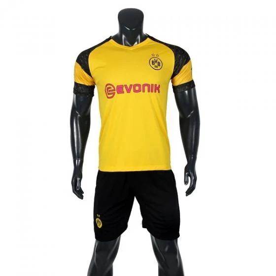 Trang phục Dortmund tăng thêm cảm hứng cho người mặc.