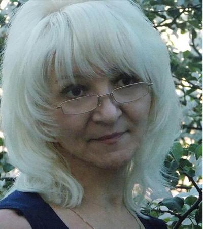 Bà Dina A. muốn con tránh xa cuộc sống thực tại, vì nghĩ thế giới bên ngoài tàn khốc. Ảnh: Dina Azizova.