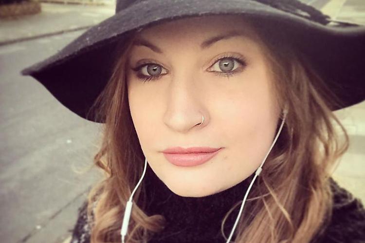 Emma Louise Sanders xóa ứng dụng hẹn hò sau 3 lần gặp thảm họa. Ảnh: Essexlive.