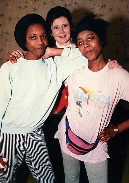 June và Jennifer cùng nhà báo Wallace năm 1993. Ảnh: The New Yorker.