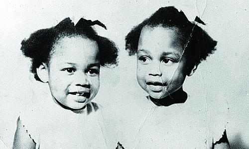 June và Jennifer Gibbons lúc nhỏ. Ảnh: Marine Theatre.