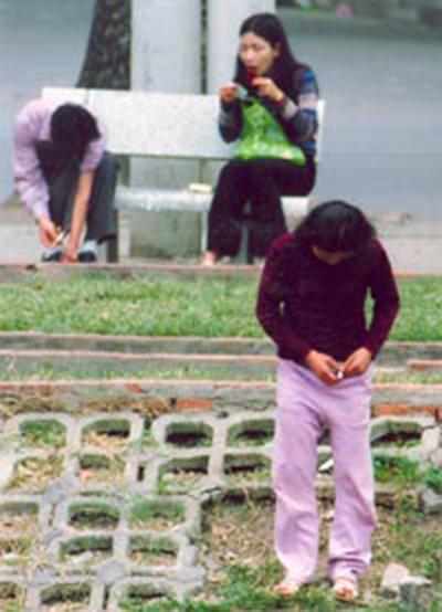 Bức ảnh ông Phùng chụp người nghiện vào năm 2000 đang tiêm chích công khai.