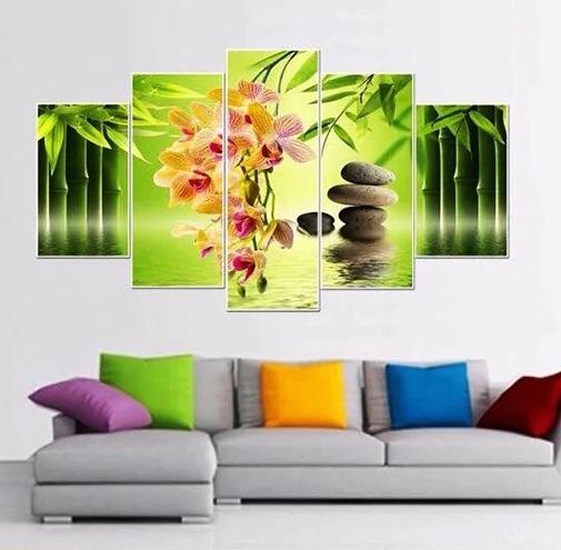 Với hình ảnh hoa lan, căn phòng sẽ nhẹ nhàng, thư thái hơn.