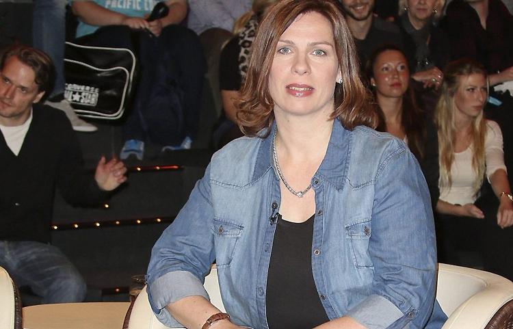 Người mẹ phải ngồi tù vì lam dụng trẻ em và lừa đảo. Ảnh: Central European News.