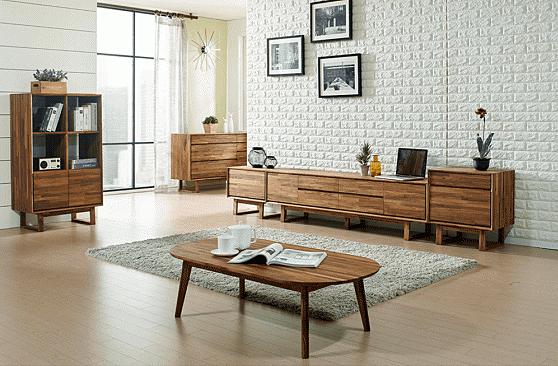 Bàn được chế tác từ gỗ cao su loại A đã qua xử lý, hoàn thiện với sơn PU tác dụng chống ẩm, hạn chế trầy xước, giữ nguyên màu gỗ cao su tự nhiê, bề mặt bóng láng mịn nhưng vẫn nổi bật vân gỗ. Mặt bàn được bo tròn nhẹ nhàng, đơn giản. Bàn có kích thước 115 x 60 x 34cm, sử dụng với thảm, hạn chế chiếm dụng diện tích, tạo cảm giác thông thoáng cho không gian. Sản phẩm đang được giảm 35% từ 3,37 còn 2,19 đồng.