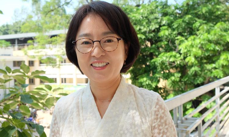 Chị Kyeong Hee Lee hiện là cố vấn của Hội liên hiệp thanh niên quốc tế (IYF) tại Việt Nam. Ảnh: Hải Hiền.