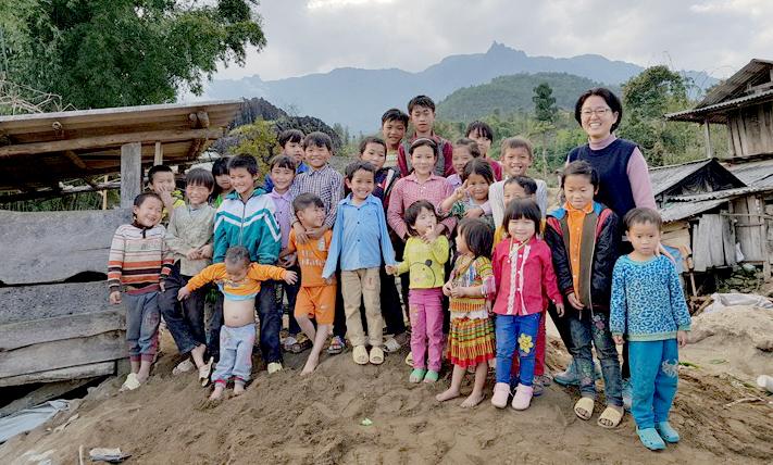 Chị Lee trong chuyến đitrao quà Tết cho trẻ em tại Lai Châu tháng 12/2018. Ảnh: K.Y.L