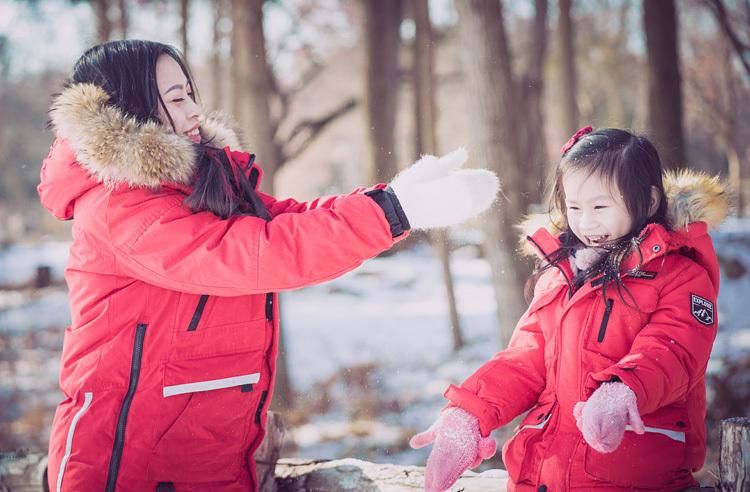 Minh Phương tranh thủ đưacon gái đi chơi mỗi khi có thời gian dù chỉ mộttiếng. Con Phươnghiện học cấp một ở Seoul. Ảnh: N.P.