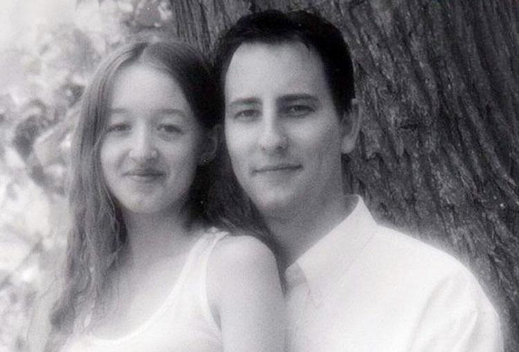 Sam và Karen cách đây 19 năm. Ảnh:Triangle News.