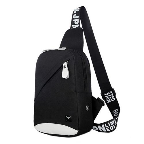 Túi đeo chéo Lâz TX349thịnh hành trong giới trẻ, phù hợp cho những chuyến du lịch ngắn ngày, đi học, làm việc. Túi cao 26 cm, dài 17 cm và rộng 8 cm, được làm từ chất liệu vải bố cao cấp (vải vancas). Thiết kế tạo điểm nhấn với nhiều ngăn chia bên ngoài tiện lợi, quai túi bền, đem lại cảm giác mềm mại, êm vai. Đường may tỉ mỉ và trẻ trung là một trong những ưu điểm củamẫu TX349.Túi với tông màu trung tính, không chỉ giúp bạn thể hiện phong cách cá tính mà còn dễ phối đồ. Phái nam lẫn nữ có thể kết hợp cùng nhiều trang phục như quần jean, áo thun và phụ kiện độc đáo.