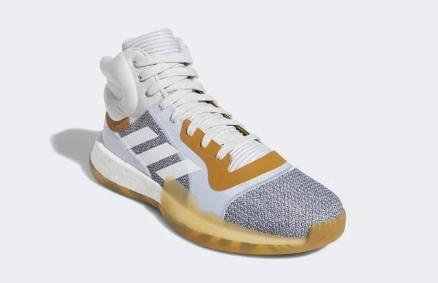 Giày bóng rổ chính hãng Adidas Marquee Boost G27741 giảm nửa giá trên Shop VnExpress còn 1,75 triệu một đôi. Adidas Marquee Boost có thiết kế được biến tấu từ đôi giày bóng rổ cổ điển với những nét phát cách hiện đại. Những chuyển động đòi hỏi sự nhanh nhạy và tính linh hoạt sẽ không bị hạn chế. Cổ giày bọc đệm nhằm đảm bảo mắt cángười mang không bị cạ sát. Thân giày chắc chắn,cổ giày dày dặnlàm từ chất liệuknit và lưới. Hỗ trợ tốt cho sản phẩm là bộ đệm Boost nổitiếng củaAdidas. Thiết kế outsolemang lại cảm giác mượt mà khi chạy. Hệ thống mặt đế hình xương cá chođộ bám tốt cùng độ bền ổn định.Phần đế bè của giày bóng rổrộng, tạo sự thoải mái và vững vàng khi mang.