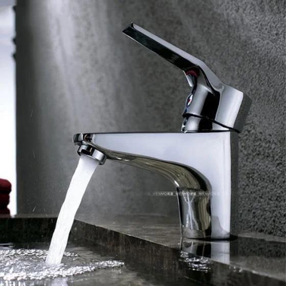Vòi chậu lavabo nóng lạnh Zento ZT2028 gồm một vòi nước, hai dây cấp và các đầu ốc đi kèm. Sản phẩm chống bám bẩn, dễ dàng làm sạch, đảm bảo vệ sinh cho nguồn nước của gia đình. Thao tác lắp đặt vàsử dụng nhanh chóng, dễ dàng, tiện lợi. Vòiđược thiết kếđa năng với đầutạo bọt khí, dùng để lắp đặt trong nhà tắm với chậu lavabo. Sản phẩm có giá 499.000 đồng, ưu đãi 41% so với giá gốc.