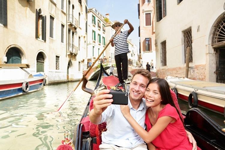 Dạo thuyền Gondola, check-in tại Venice là một trong những trải nghiệm được mô phỏng tại lễ hội.