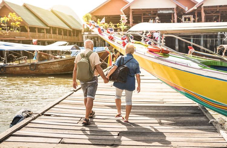 Bác sĩ Nguyễn Thị Ngọc Hương lưu ý nếu muốn du lịch, người cao tuổi nên du lịch theo nhóm để dễ hỗ trợ lẫn nhau khi cần.