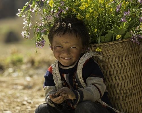 Cậu bé người dân tộc HMôngở Sủng Là, một xã du lịch nổi tiếngở Đồng Văn, Hà Giang. Trong những bức ảnhđời thường Trần Tuấn Việt chụp lại, anh đều mong muốn mọi người thấy được những điều tích cực và đẹp đẽ giữa các tin tức và hình ảnh tiêu cực mỗi ngày.