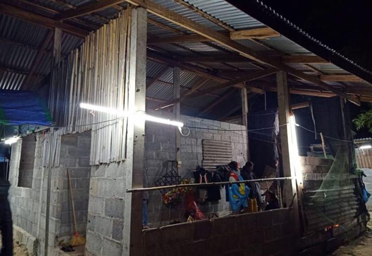 Ngôi nhà của anh Homthong đang xây dựng dở dang. Ảnh: Khao Sod.