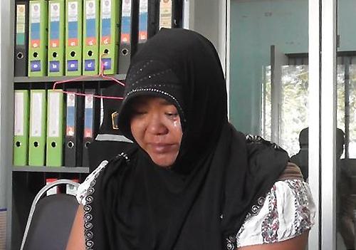 Sriwaluck ăn mặc như người đạo Hồi để che giấu hành động bắt cóc của mình. Ảnh: Viralpress.