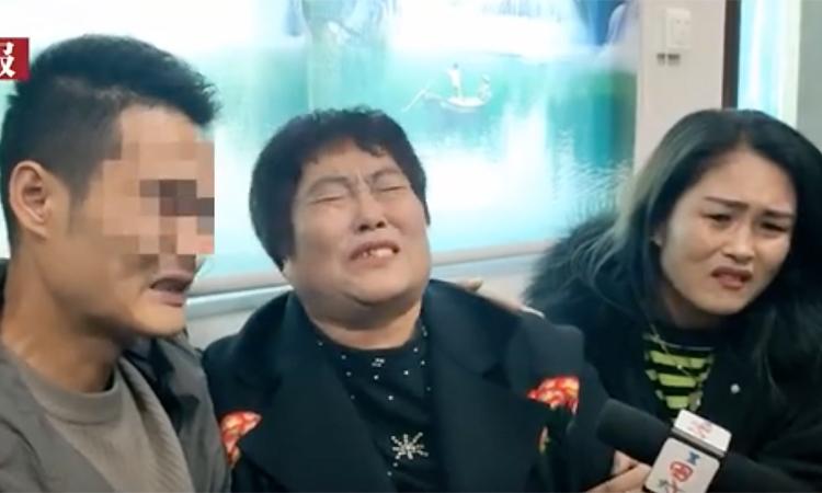 Bà Chen và con gái đoàn tụ với Chen Xiu. Ảnh: Sohu.