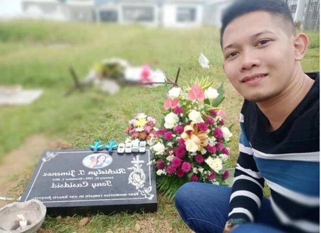 Ryan đến thăm mộ vợ. Ảnh: facebook.