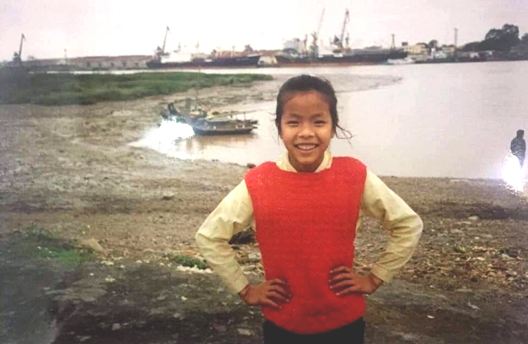 Bức ảnh của bé Nhung năm 1993 do một người bạn của bác sĩ Trần Tiễn Chánh chụp. Ảnh: Nhân vật cung cấp.