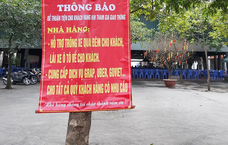 Một quán bia trên đường Lê Trọng Tấn (Thanh Xuân, Hà Nội)thông báo hỗ trợ khách sau khi uống rượu, bia. Ảnh: Phạm Nga.