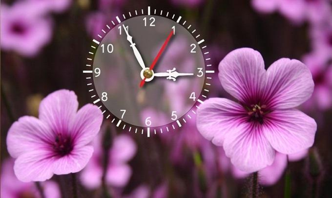Mẫu Dyvina B1525-97 chủ đề hoa cỏ thích hợp trang trí phòng khách trong dịp Tết, giúp không gian sáng bừng sắc xuân. Bạn cũng có thể dùng làm quà tặng đối tác, doanh nghiệp hoặc người thân yêu.  Sản phẩm được đặt mua nhiều trên Shop VnExpress những ngày giáp Tết, giảm 25%, còn 120.000 đồng (giá gốc 159.000 đồng).