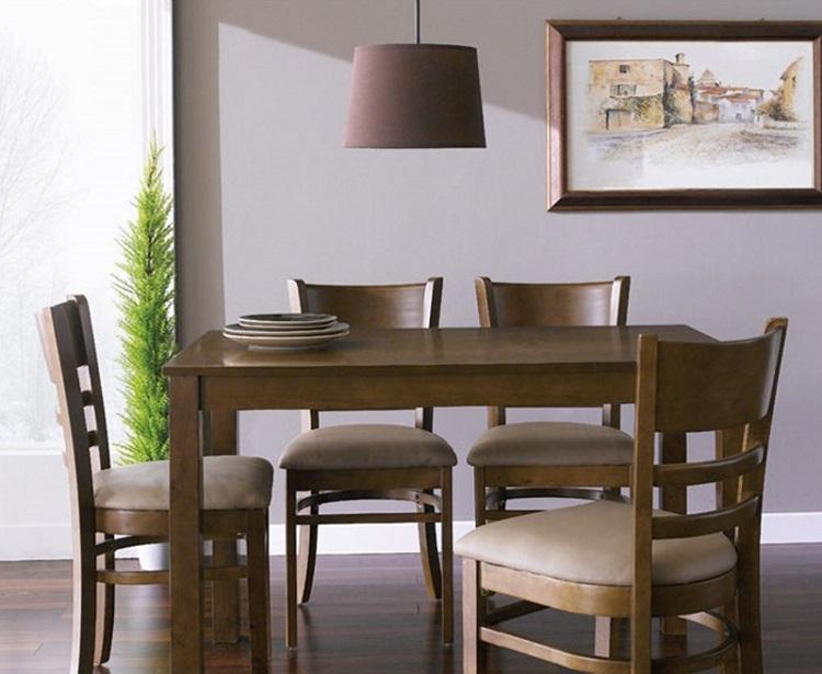 Bộ bàn ăn 4 ghế IBIE Ulsan làm từ gỗ cao su tự nhiên bền đẹp. Bộ sản phẩm gồm một bàn, 4 ghế, kích thước vừa đủ, không chiếm quá nhiều diện tích phòng ăn. Thiết kế mang phong cách Hàn Quốc truyền thống, phù hợp với căn hộ chung cư, các gia đình trẻ. Bàn và ghế màu antique (nâu gỗ đậm)  mang đến sự tinh tế, sang trọng pha lẫn nét hoài cổ. Ghế có nệm dày, vỏ bọc nệm similicao cấp, cùng tone với màu bàn, tạo cảm giác êm ái, thoải mát cho người ngồi. Sản phẩm có giá 2,715 triệu đồng, ưu đãi đến 40% trên Shop VnExpress.
