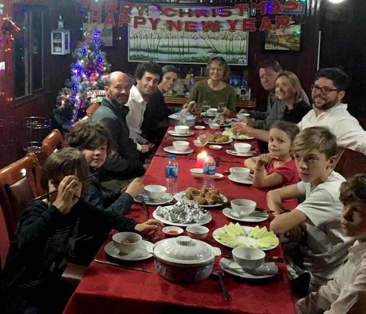 Đại gia đình bà Marie đón Giáng Sinh tại Ninh Bình. Ảnh: NVCC.