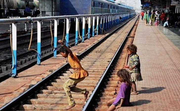 Đường sắt Mumbai, Ấn Độ. Ảnh: India.
